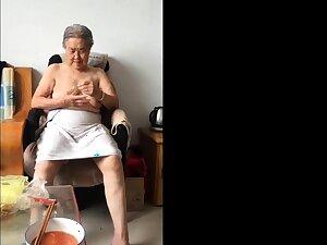 Asian 80+ Granny Counterfoil bath